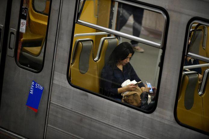 Si la voiture est actuellement le moyen de transport le plus utilisé par les sondés (46%), 38 % déclarent utiliser le métro au moins 4 fois par semaine et un quart des répondants l'utilisent entre 1 et 3 jours par semaine.