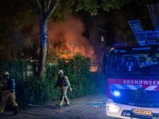 Woning, schuur en drie auto's in Nieuwegein raken zwaar beschadigd door brand