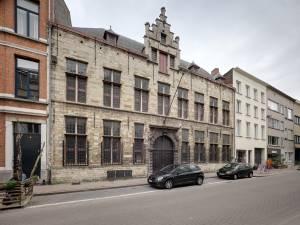 Magnifieke stadsvilla in Antwerpse kloosterstraat wordt flexibel gebouw met winkels, kantoren of horeca