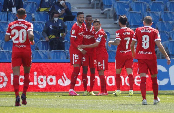 Sevilla houdt druk op concurrentie in spannende Spaanse titelstrijd.