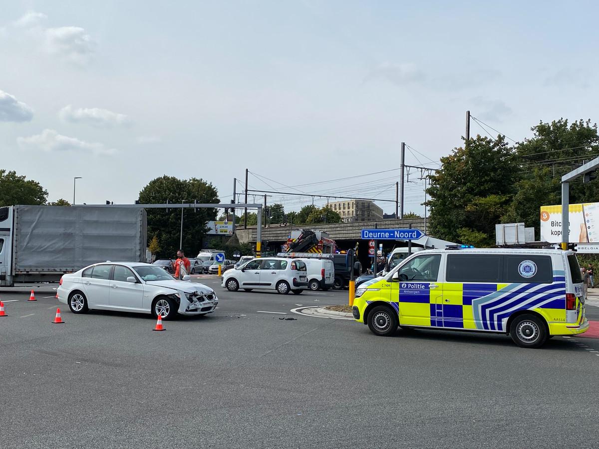 Achtervolging eindigt met crash tegen andere wagen: baby van 15 dagen naar ziekenhuis gebracht (ongeval Borgerhout)