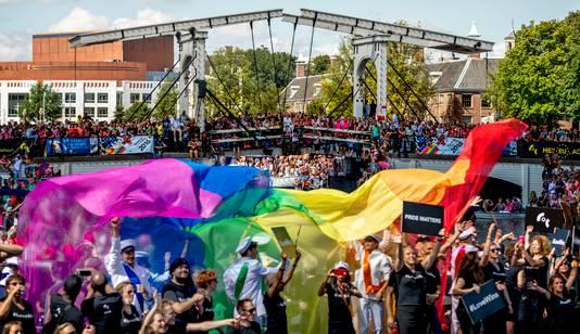 De botenparade van de Gay Pride 2016.