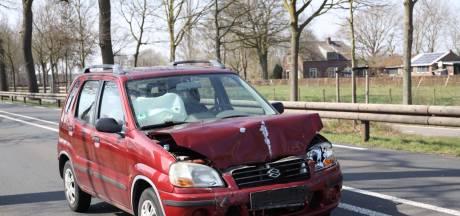 Auto rijdt achterop aanhanger op N324 bij Reek