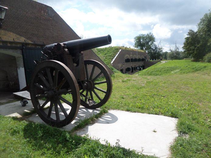 Fort Giessen met een bijzonder kanon .
