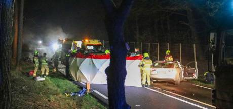 Achtervolging door politie vanuit Duitsland eindigt in crash: 18-jarige bestuurder zwaargewond