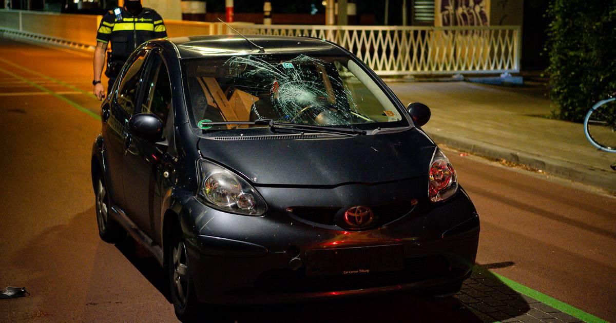 Fietser gewond naar ziekenhuis na aanrijding in Tilburg.