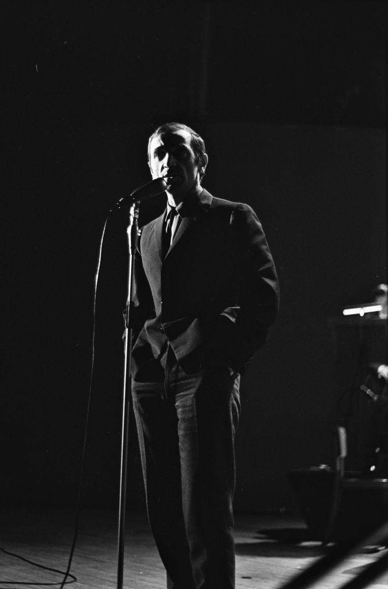 Aznavour tijdens een optreden in de Kurzaal te Scheveningen in 1964. Beeld anp