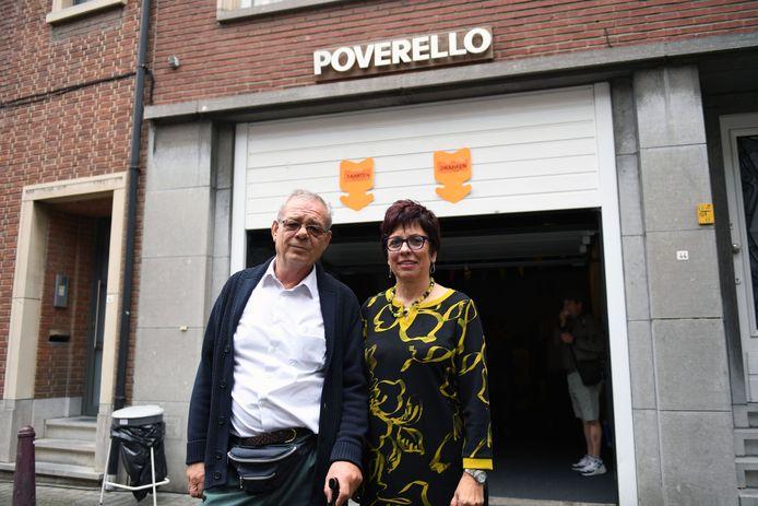 Theo Vanparijs en Karine Vander Hulst van Poverello. Steeds meer mensen zoeken hulp bij de Leuvense voedselbedeling.