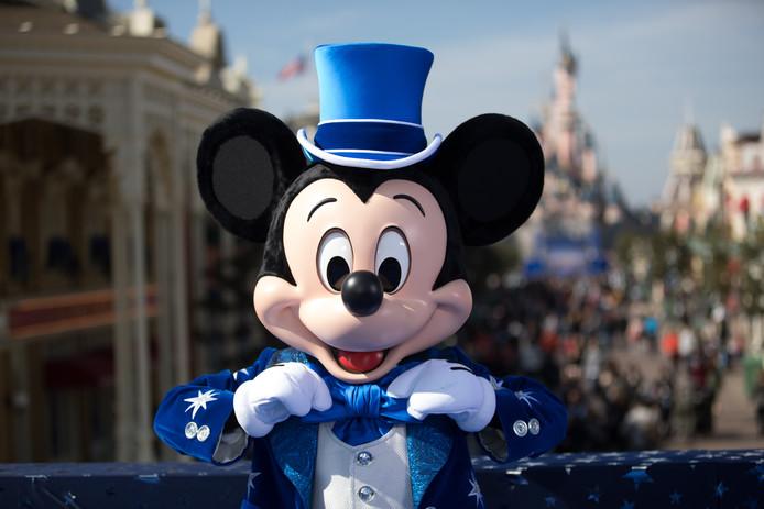 Mickey drinkt voortaan fris met een biologisch afbreekbaar rietje.