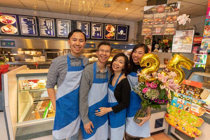 De familie Teng is supertrots op het 25-jarig bestaan van De Pinguïn.