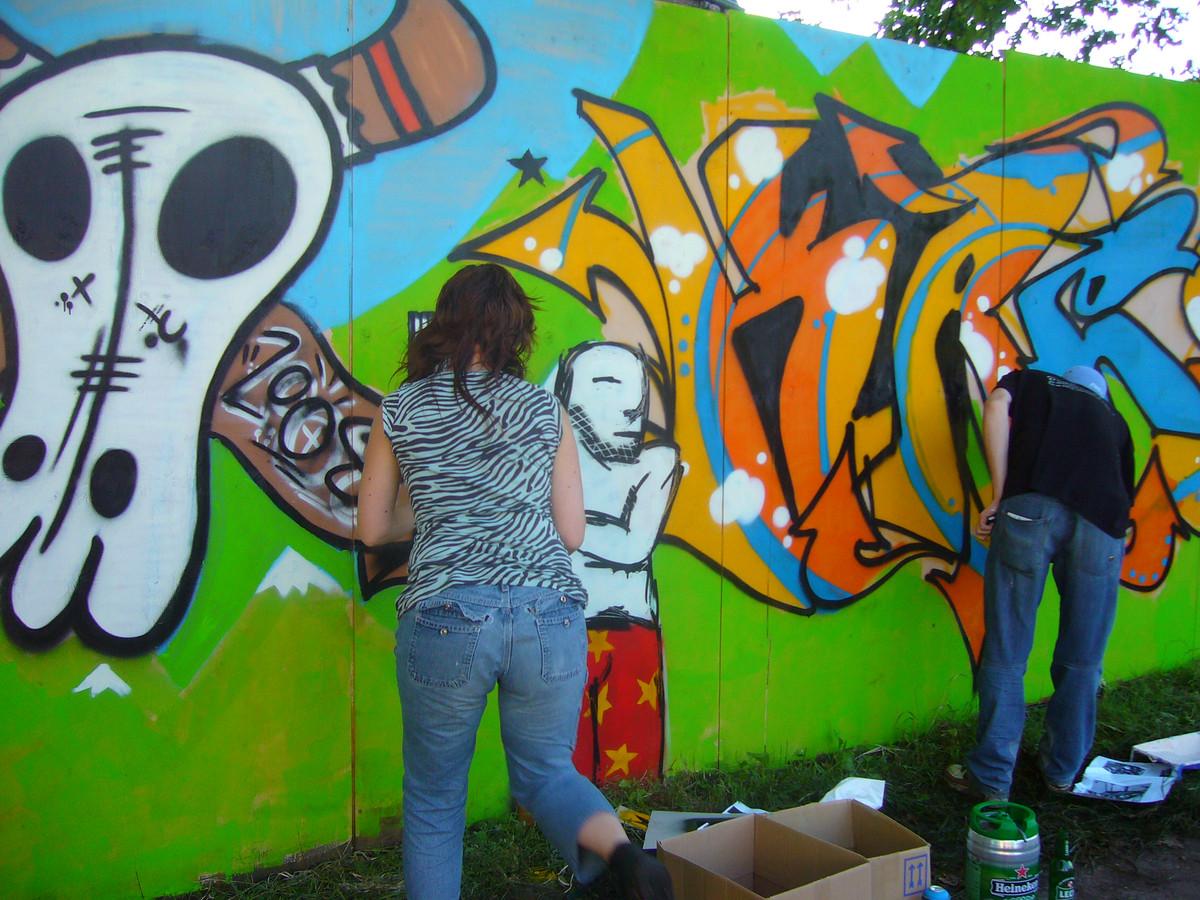 Jongeren aan de slag met airbrush in Boxtel.