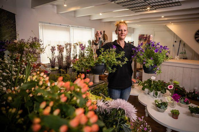 """Katinka de Vries in bloemenzaak Adorable Flowers: """"Dit wil ik nog heel lang blijven doen."""""""