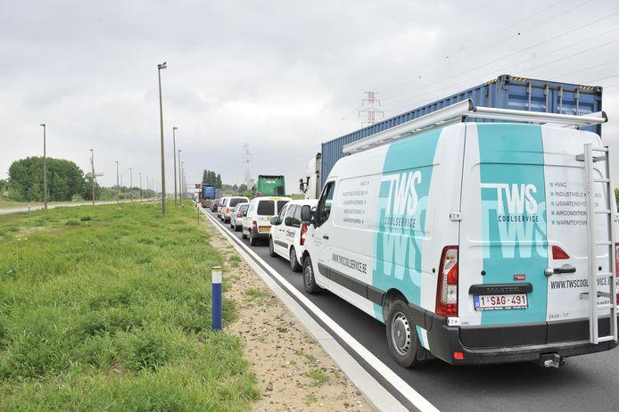 De Scheldelaan zal voor een deel worden afgesloten vanaf april, zodat de nieuwe Scheldetunnel kan worden gebouwd. Lantis verwacht vertragingen van 20 minuten in de spitsuren.