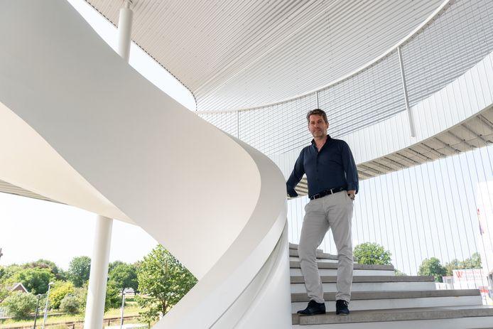Cornelis van Vlastuin bij de trap van EeStairs in Barneveld