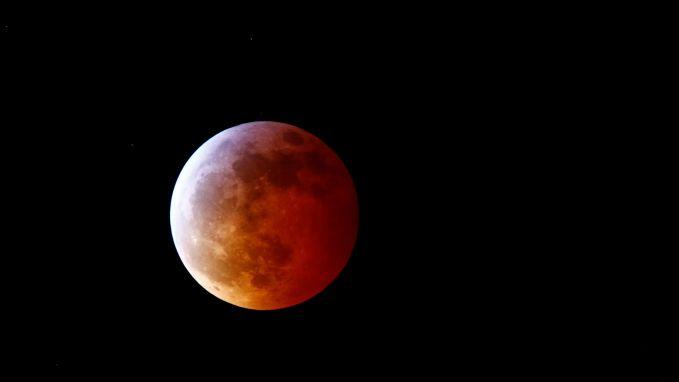 VIDEO. Hele wereld kijkt mee naar totale maansverduistering