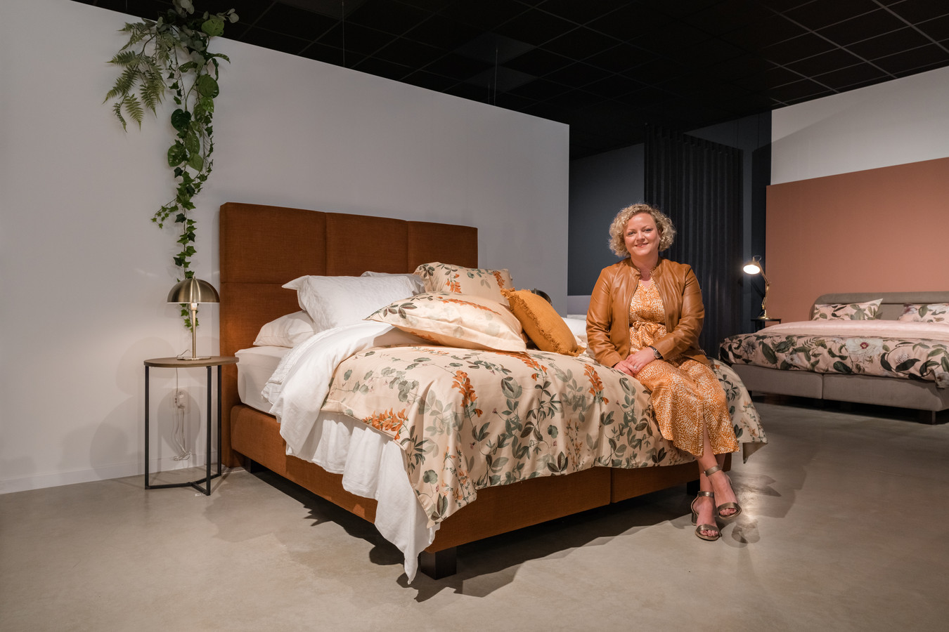 Zaakvoerder Valerie Haesendonckx in de Genkse vestiging van Sleep Design.