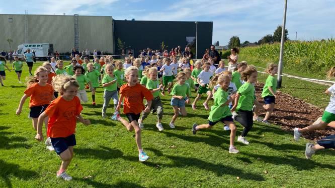 Ruim duizend kinderen lopen scholenveldloop aan De Hoogt
