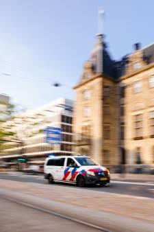 ME bewaakt Rotterdams stadhuis tijdens gesprek over Feyenoord City