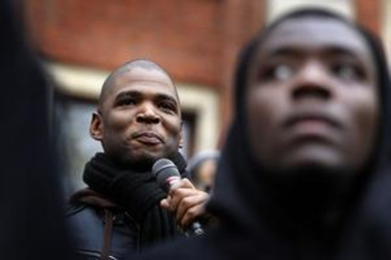 Quinsy Gario spreekt tijdens het protest van comite Zwarte Piet Niet op het Beursplein in 2013. Beeld ANP