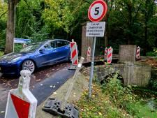 Klein Amstelwijck is de hele winter alleen bereikbaar via gevaarlijke noodbrug