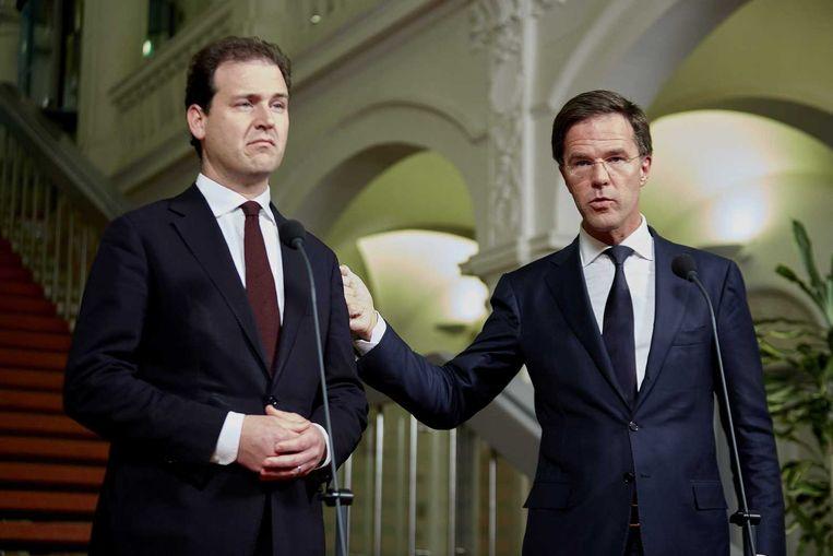 Vicepremier Lodewijk Asscher (L) en premier Mark Rutte geven een toelichting op het akkoord over de opvang van illegalen. Beeld Martijn beekman / ANP