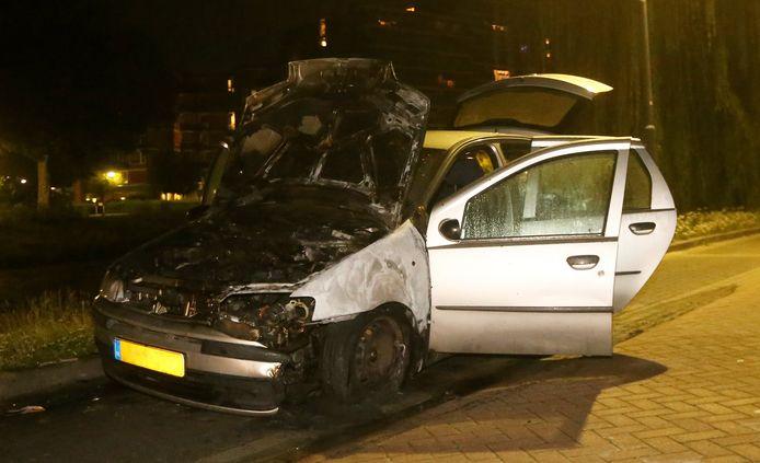 Autobrand aan het Klokkendiep in Den Bosch.