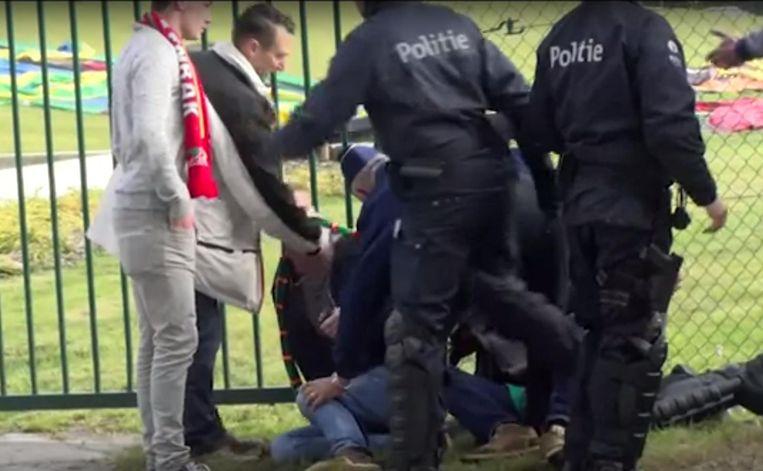 9207beaa828bd9 Beelden die supporters maakten na de match van KVO tegen Club Brugge in het  Breydelstadion in
