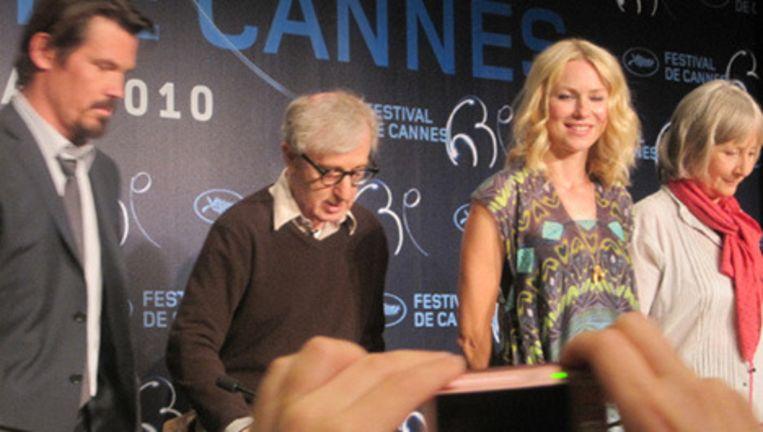Woody Allen bij de persconferentie van zijn laatste film You will meet a tall dark stranger. Foto Jan Pieter Ekker Beeld