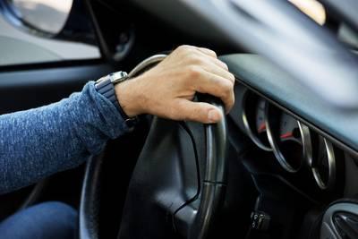 Man (32) rijdt zonder rijbewijs in gestolen auto door Terheijden