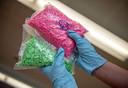 De bende kreeg de drugs volgens de aanklacht geleverd vanuit Nederland en verkocht de xtc, cannabis, cocaïne, heroïne en nieuwe psychoactieve stoffen via het darknet.