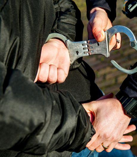 Drie minderjarige jongens opgepakt voor gewelddadige overvallen met vuurwapen