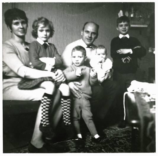 Het gezin Holleeder: moeder Stien, Sonja, Gerard, Vader Willem sr., Astrid en Wim in 1966.