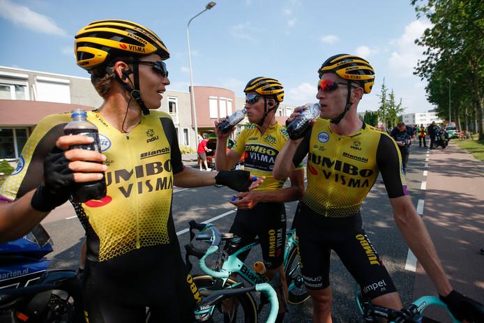 Grondahl Jansen (l) met leider Teunissen (m) en Van Emden.