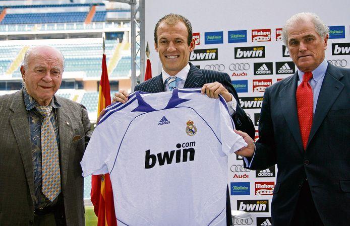 Arjen Robben wordt gepresenteerd bij Real Madrid.