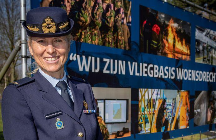 Met kolonel Ellen Meeuwsen-Scholten krijgt de KMSL Vliegbasis Woensdrecht voor het eerst in de geschiedenis een vrouw als commandant.