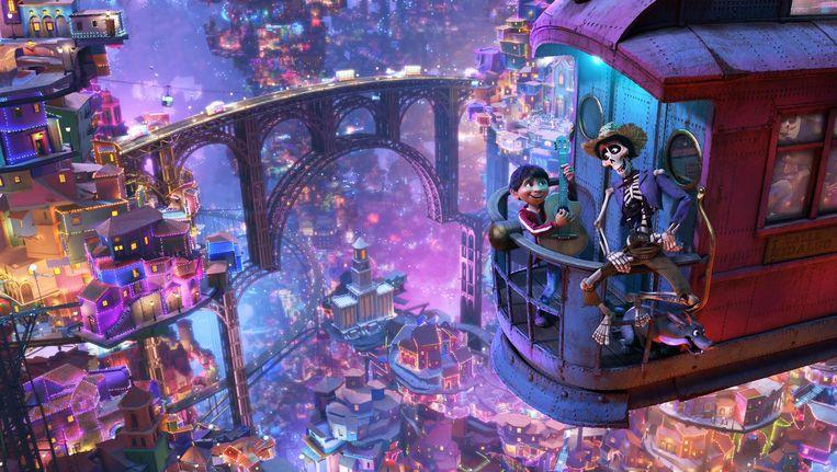 Coco is een behoorlijke gok voor Pixar. De thematiek is immers duister, op het lugubere af Beeld Disney Pixar