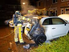 Het houdt niet op in Zwolle: zesde autobrand in zeventien dagen tijd