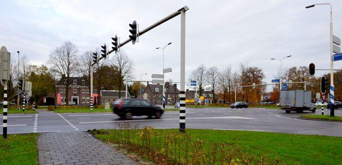 De N65, bij de  kruising Torenstraat Molenstraat Rijksweg  Helvoirt