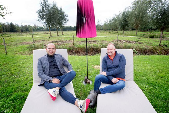 Brian Jacobs en Peer Akkermans presenteren het SBS6-programma Paleis voor een Prikkie.
