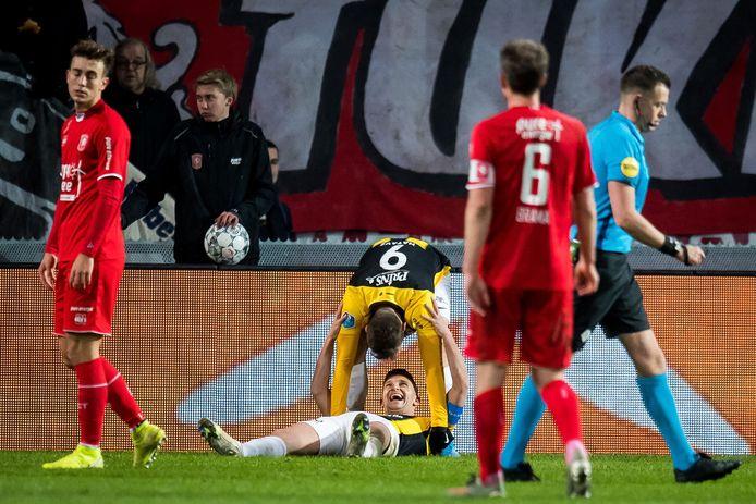 Teleurstelling bij FC Twente als Vitesse de 3-0 maakt.