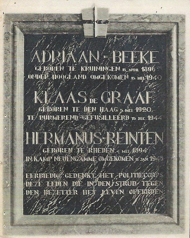 Een eerdere plaquette voor de drie omgekomen agenten uit Amersfoort.