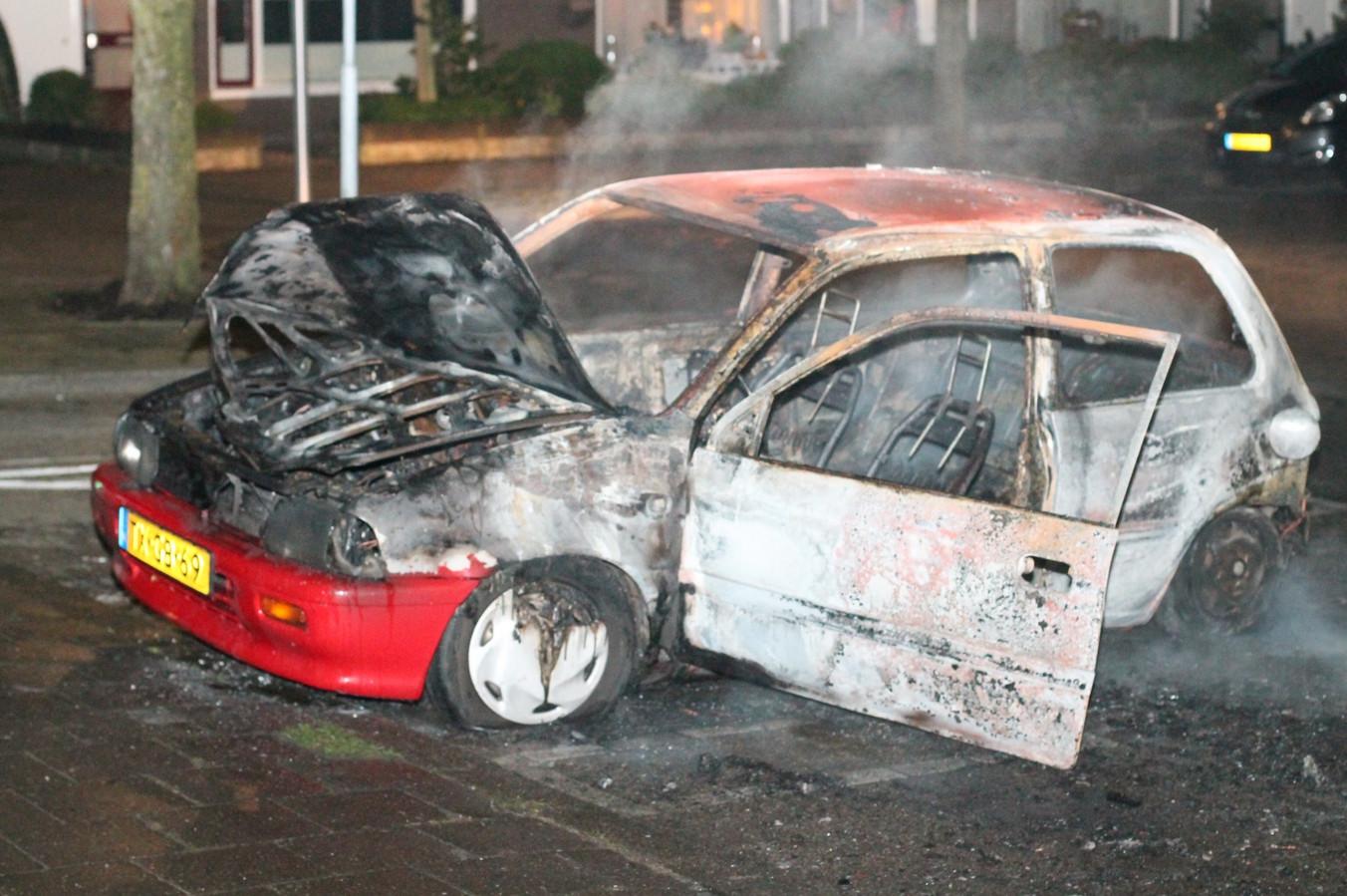 Op nieuwjaarsochtend brandde een auto op de Pagodedreef uit.