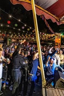 Lezers over dansend publiek bij optreden rapper Rico in Zwolle: 'Na Zandvoort, wie maakt zich hier nog druk om?!'