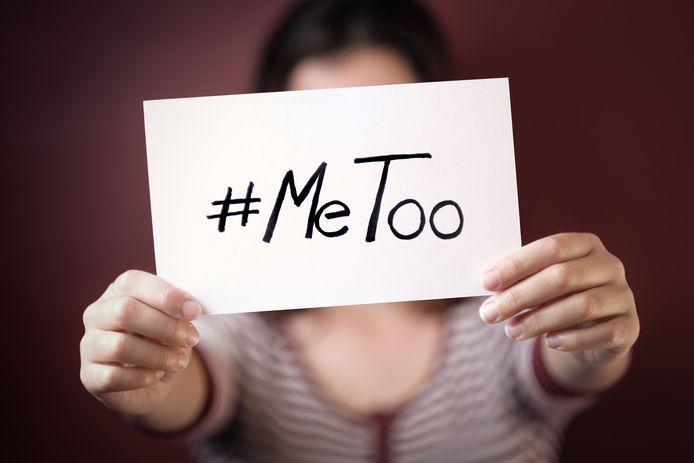 Een handhaver van de gemeente Rotterdam heeft zich volgens de Landelijke Klachtencommissie Ongewenst Gedrag schuldig gemaakt aan seksuele intimidatie van een vrouwelijke collega.