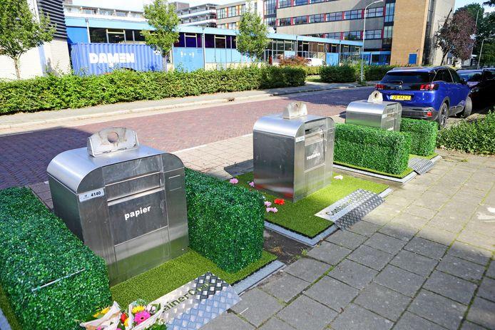 Kunstgrasmatten rond ondergrondse containers in Gorinchem, hier op archiefbeeld uit 2019.