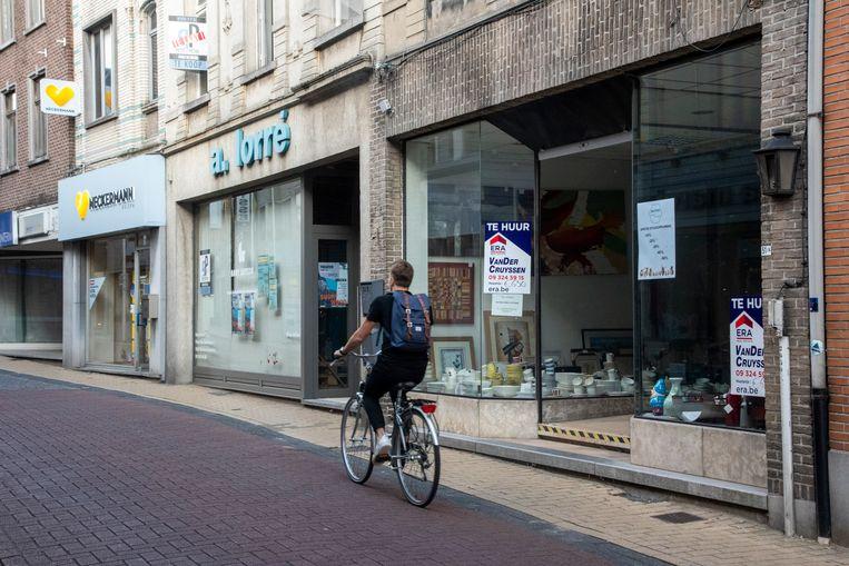 Heel wat handelspanden in Wetteren staan leeg, te koop of te huur.