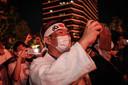 Kazunori Takishima volgde de openingsceremonie voor het stadium in Tokio op zijn gsm enkel het vuurwerk kon hij live zien.