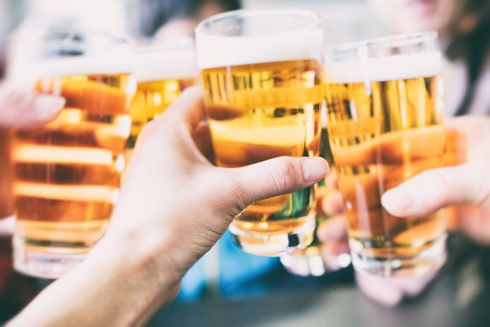 Als het aan de afdeling Meierijstad van Koninklijke Horeca Nederland ligt, wordt in sportkantines op doordeweekse avonden geen bier meer geschonken na middernacht.