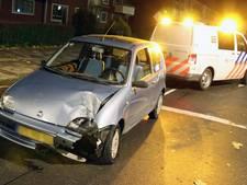 Automobilist rijdt door na rammen lantaarnpaal in Emmeloord