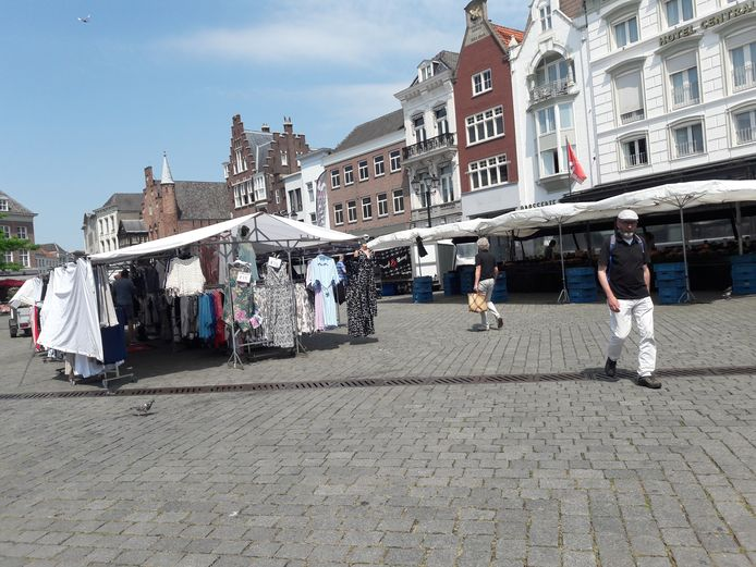 Warenmarkt op woensdag met corona-opstelling.